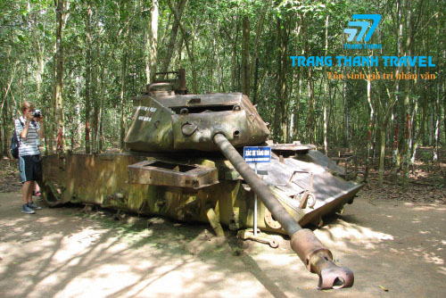 UNDERGROUND WARFARE. <BR> THE TUNNELS OF CU CHI.